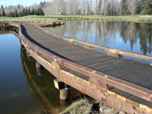 Edmonton Petroleum Golf & Country Club Pedestrian Bridge